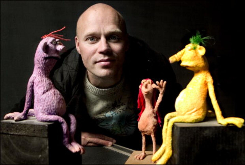 For fire år siden skabte Henrik Bo Jensen en lilla halvskaldet tøjdukke med lange krøblede arme. Foto: Jeppe Carlsen