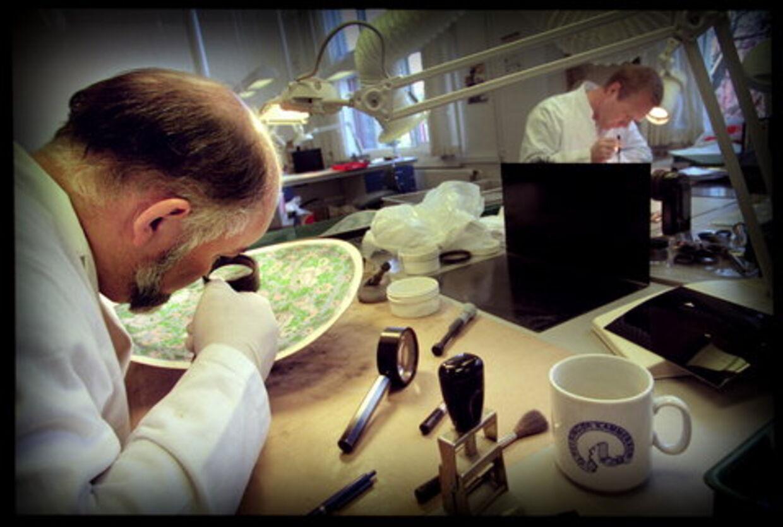 Sherlock-testen: Analyse af fingeraftryk kræver et særligt talent. Derfor ansættes ansøgere direkte til fingeraftrykssektionen, efter en række tests, der afslører, om de har de rigtige analytiske evner. Foto: Jakob Boserup