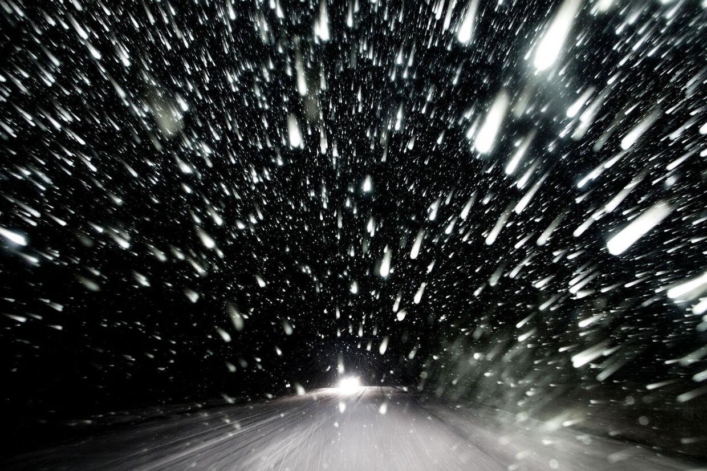Vinter vintervejr med sne dårligt føre og glatte veje