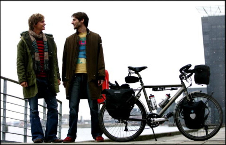 Der ligger 50.000 kilometer landevej og venter på Nicolai Bangsgaard, 29, og Martin Amor, 30. 1. april starter de deres vilde projekt: Verden rundt på cykel. Foto: Bax Lindhardt