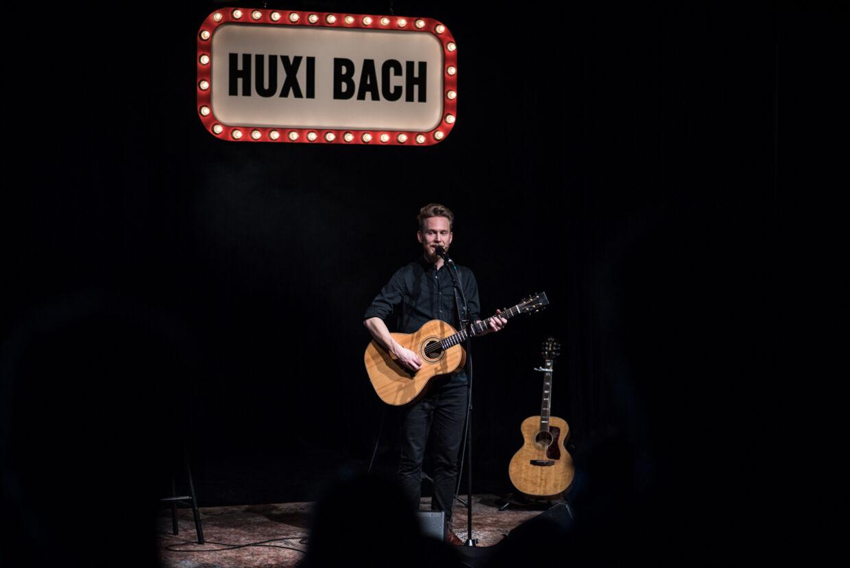 Huxi Bach i det nye show 'Valg'.