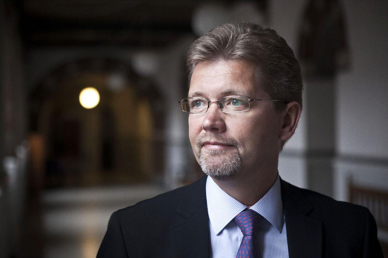 Københavns overborgmester Frank Jensen (S) kryber nu til korset og beklager sin opførsel under våd julefrokost i økonomiforvaltningen.