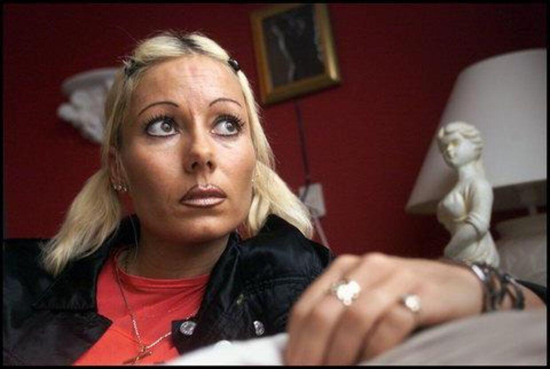 Stripperen Dorthe Damsgaard har fået flere trusler efter hun stod frem og fortalte om sit forhold til den myrdede Claus Hansen. Nu føler hun sig tvunget til at sige undskyld og vil tie stille, siger hun. Foto: Lars Møller
