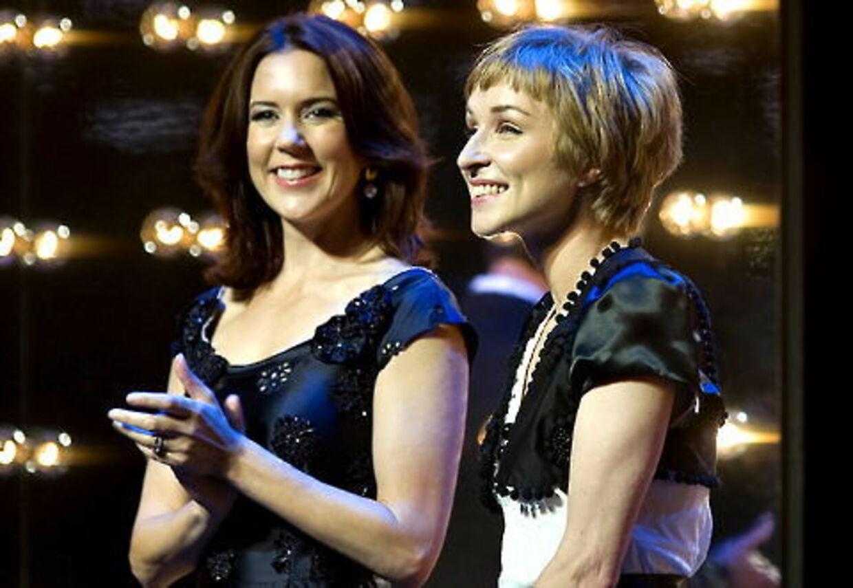 Sonja Richter fik kronprinsparrets kulturpris. Her ses skuespilleren (th) sammen med kronprinsesse Mary.