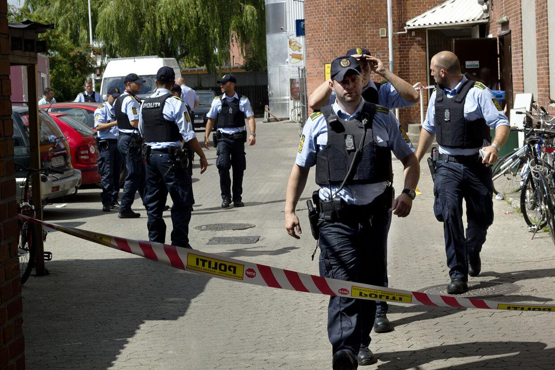 politiet anholdelse daglig sort fisse