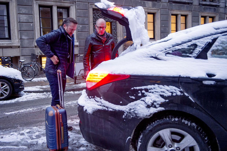 Anders Samuelsen, leder af Liberal Alliance. Fredag morgen kl. 8.19, Anders' bror henter ham, for at køre ham til DR-byen og derefter hjem til Horsens.