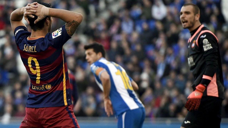 Luis Suarez er blevet tildelt to spilledages karantæne for upassende opførsel i forbindelse med Barcelonas pokalkamp mod Espanyol.