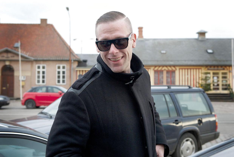 L.O.C. og Christiane Schaumburg-Müllers skal giftes lørdag på Carolins Flemings familieslot - Valdemar Slot på Tåsinge. Bt.dk fangede den 34-årige rapper og coach i TV2s 'Voice', efter han havde tjekket ind. Og han var både glad og veloplagt, inden den store fest lørdag.