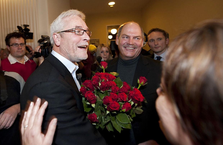 Odense - Borgmesteren hedder stadig Boye, men fornavnet skifter. Den nye borgmester er Anker Boye. Th.: S-gruppeformand i Folketinget, Carsten Hansen.