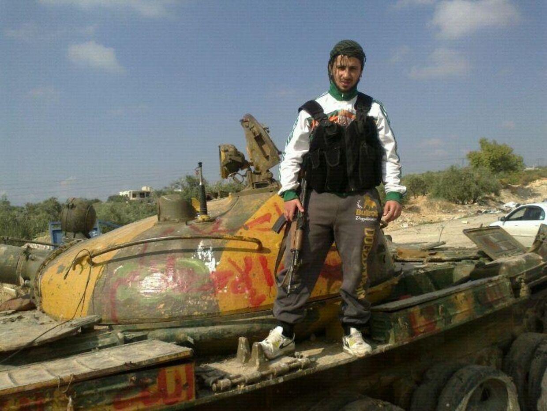 Ahmed Samsam fotograferet på en kampvogn under borgerkrigen i Syrien.