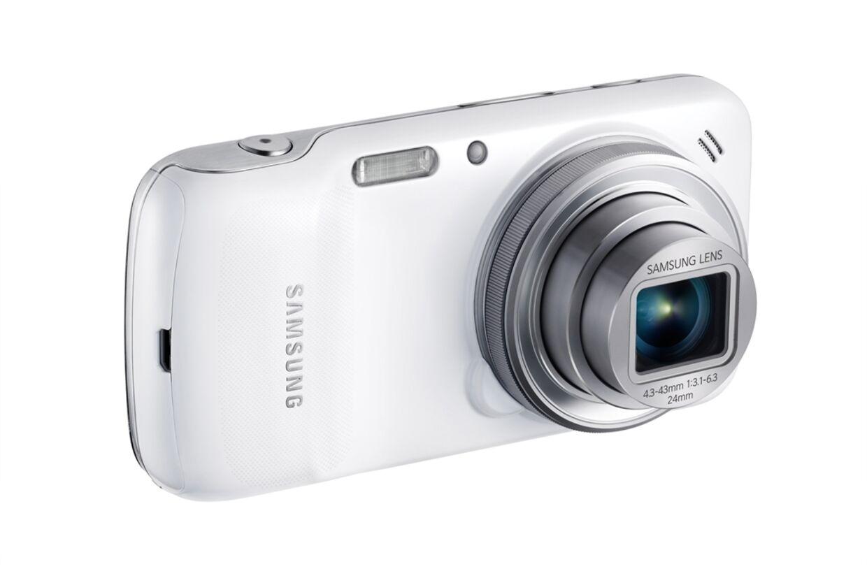 Med Samsungs nye Galaxy S4 kan du tale i telefon og tage billeder på samme tid.