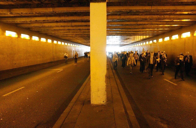 Prinsesse Diana mistede livet, da bilen med hende og Dodi al-Fayed kørte galt her i Pont de l'Alma-tunnellen i Paris den 31. august 1997.