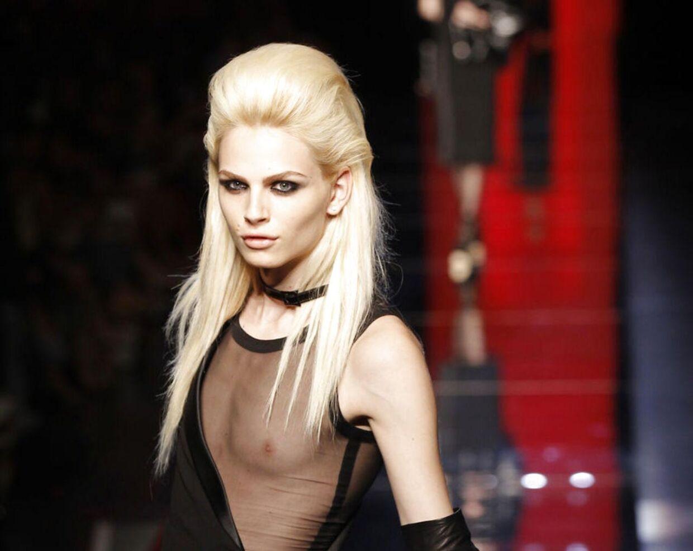 Den 20-årige supermodel Andrej Pejic debuterer snart som tv-stjerne. Her er skønheden model ved Jean Paul Gaultiers Haute Couture Fall/Winter 2012-2013 show d. 4. juli i år.