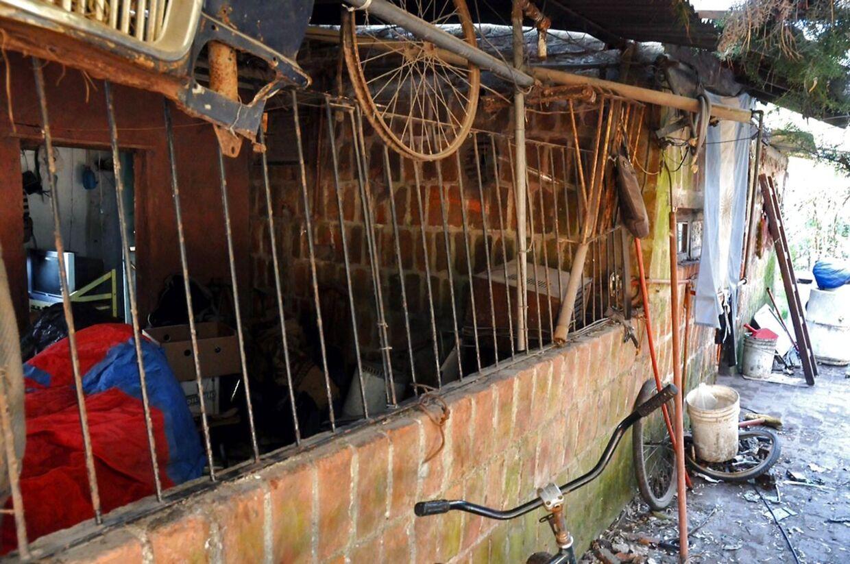Her ses buret, hvori Eduardo Oviedo holdt sin kone og søn fanget i 6 år.