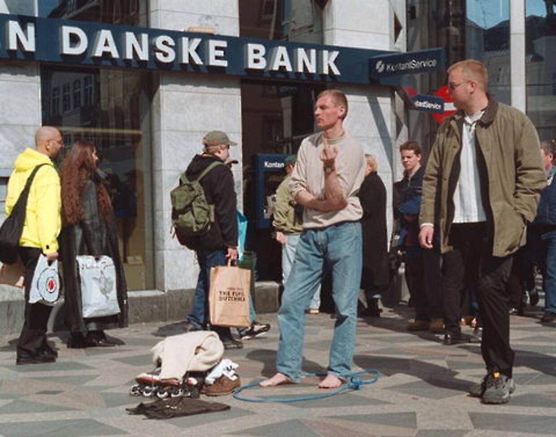Lars Elstrup lavede i starten af årtusindet nogle stunts, der kunne tjene til den antagelse, at han var blevet gak-gak, men det var nu ikke tilfældet, fortæller han selv.