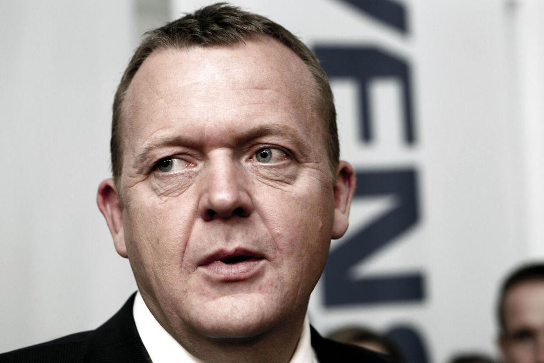 Venstres formand Lars Løkke Rasmussen deltog i det stærkt omdiskuterede aftenmøde med topcheferne i de danske banker, som kan have kostet skatteyderne milliarder af kroner, det erfarer TV 2.