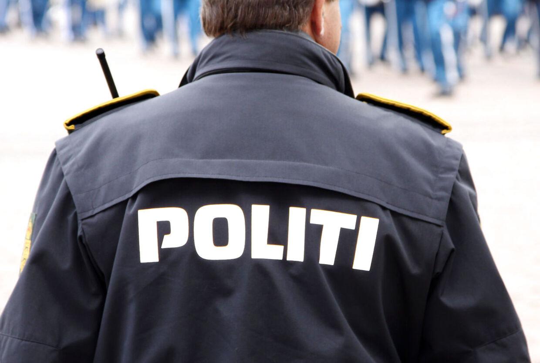 En biltyv i Hillerød fik sig lidt af en overraskende, da han opdagede, at en 10-årig pige sad på bagsædet af den bil, som han hade stjålet.