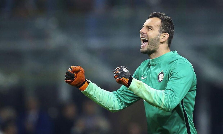 Samir Handanovic vil også i de kommende sæsoner være at finde i Milano, efter at han har forlænget med Inter.