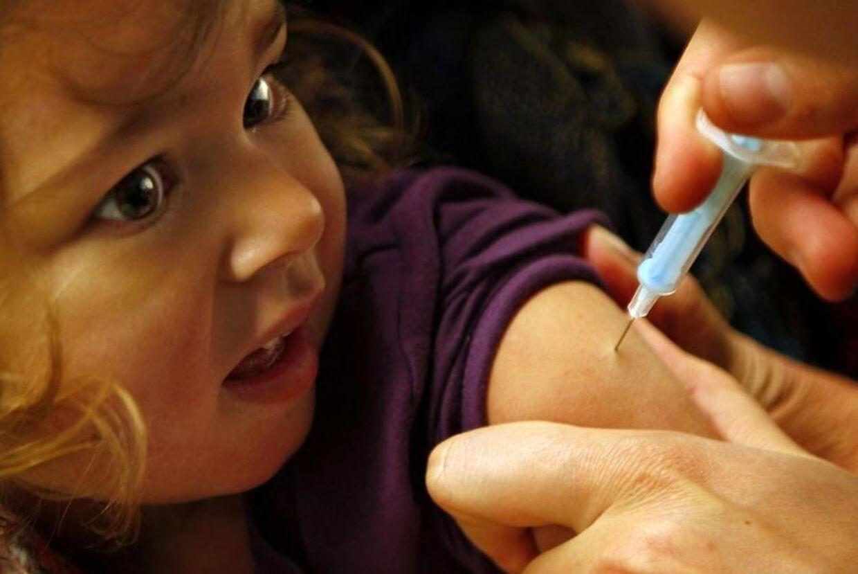 Alle børn bliver tilbudt en gratis MFR-vaccine, der beskytter mod de smitsomme og ubehagelige sygdomme mæslinger, fåresyge og røde hunde.