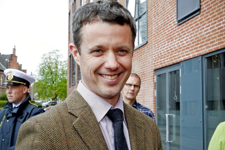 Kronprins Frederik har sagt ja til at være gæsteredaktør på gratisavisen MetroXpress