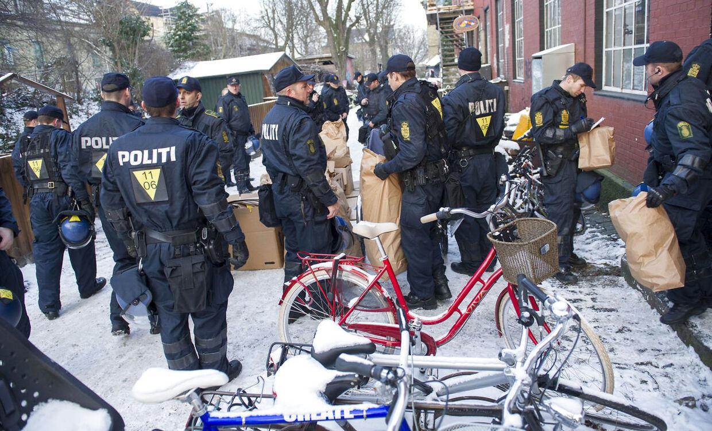 Københavns Politi ransager onsdag eftermiddag d. 17 januar 2013 flere steder i området omkring Pusherstreet på Christiania. (Foto: Jens Nørgaard Larsen/Scanpix 2013)