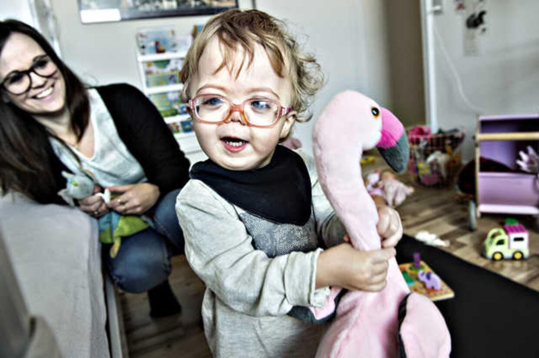 Lille Nalina lider af den sjældne sygdom »Sticklers«.