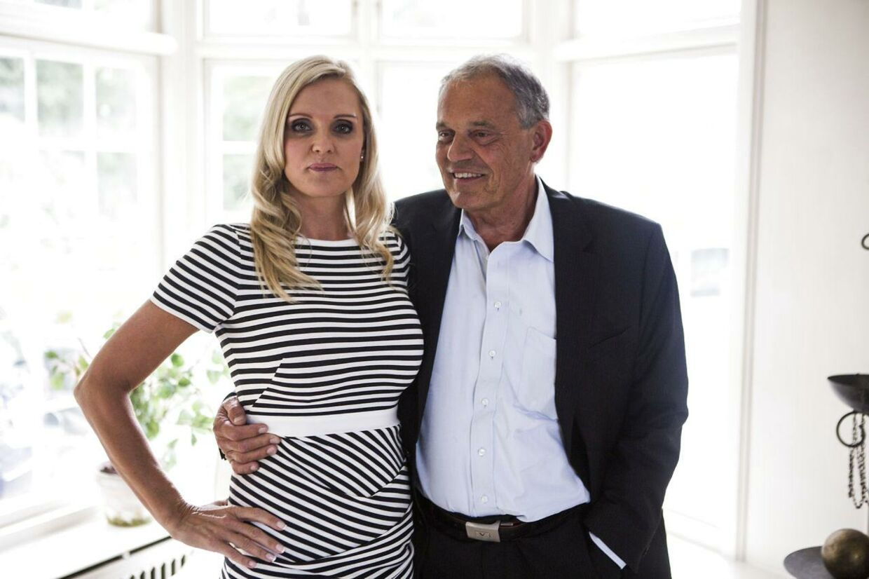 Her ses Janni Ree sammen med sin mand Karsten Ree i deres store Strandvejsvilla.