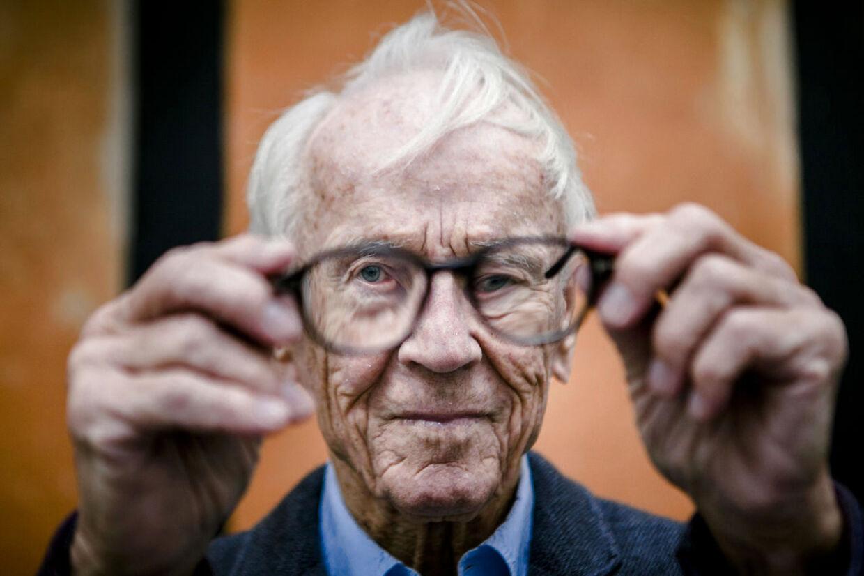 Portræt af Bent Fabricius-Bjerre, som på trods af sin nylige 90-års fødselsdag stadig er aktiv i det danske erhvervsliv.