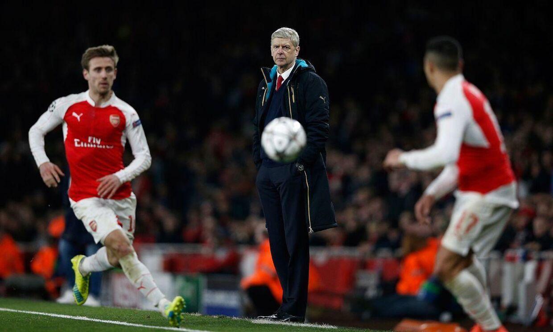 Arsenals manager, Arséne Wenger (im), ærgrede sig over nederlaget til FC Barcelona, som han dog også roste.