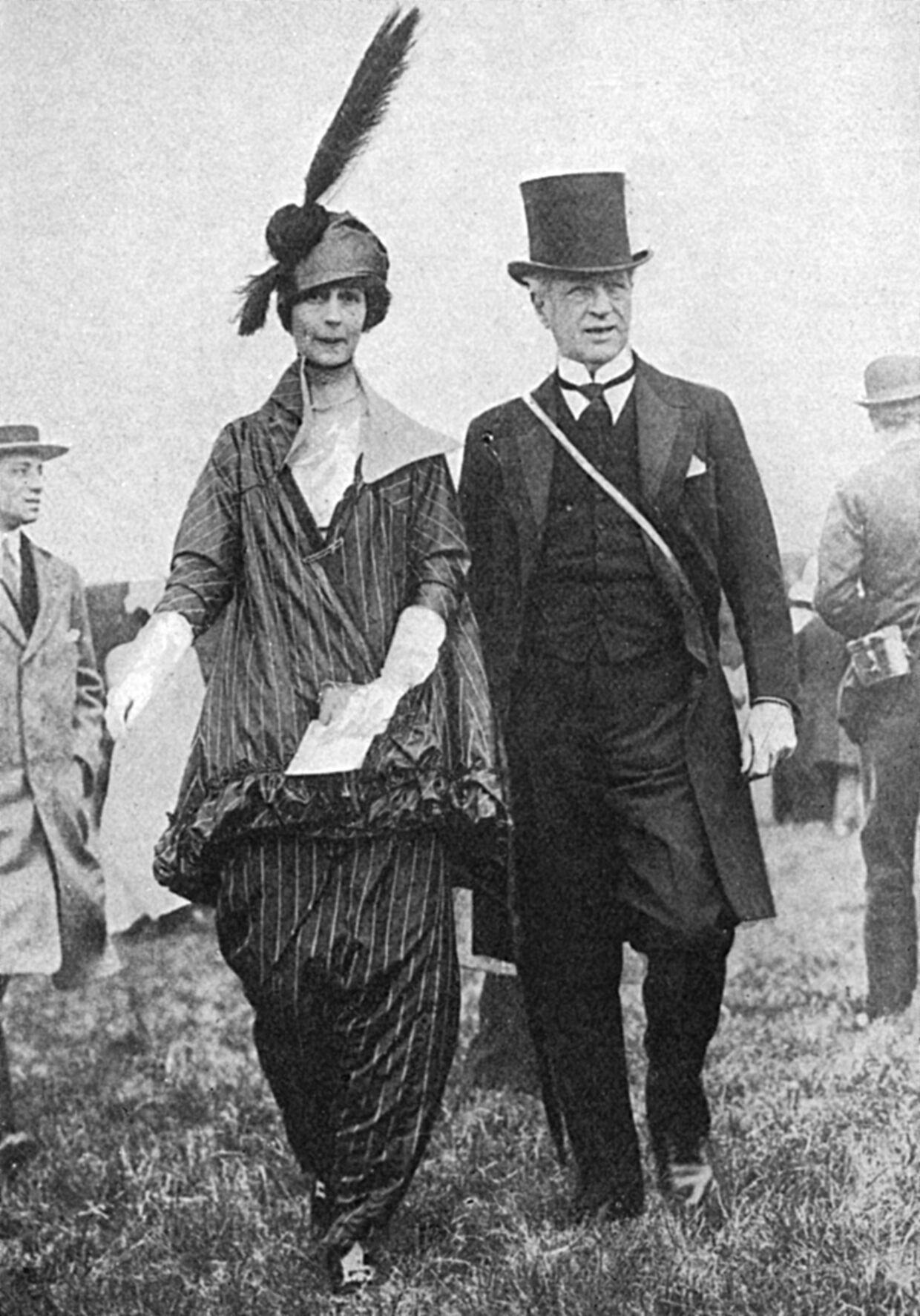 Consuelo Vanderbilt, der var barnebarn af Cornelius Vanderbilt og datter af William Kassam Vanderbilt, var en af de familiemedlemmer, der kom til tops i det sociale hirarki. Det skete, da hun giftede sig med den britiske hertug, Charles Spencer-Churchill.