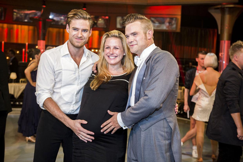 Johannes Nymark, Louise Mahnkopf og Silas Holst fotograferet under 'Vild med Dans' i 2014, hvor Louise var gravid med datteren Maggie My.