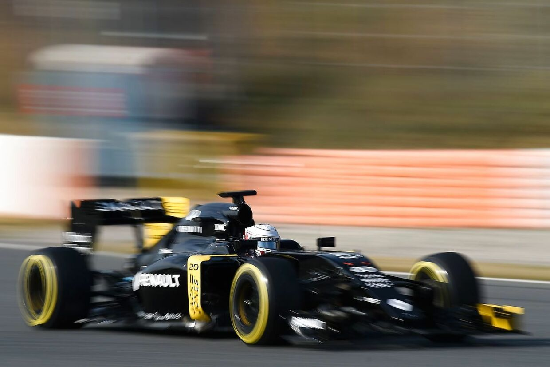 Kevin Magnussen i aktion på Circuit de Catalunya.