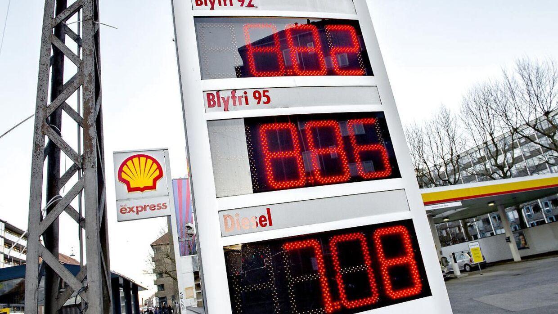 Benzinpriserne vil formentlig fortsat være lave resten af 2016.
