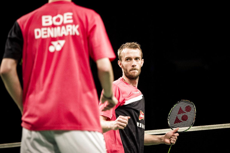 Badmintonspilleren Carsten Mogensen er tilbage i Danmark efter han under hold-EM i Rusland blev ramt af en hjerneblødning.