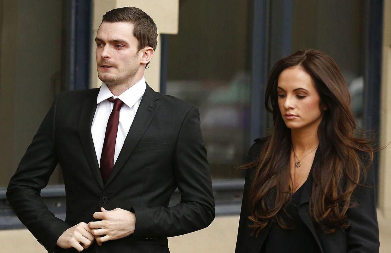 Adam Johnson, da han i februar måned ankom til retten i Bradford sammen med sin kæreste Stacey Flounders