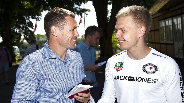 Tom Kristensen (tv.) og Kevin Magnussen til et Le Mans-pressemøde tilbage i 2013