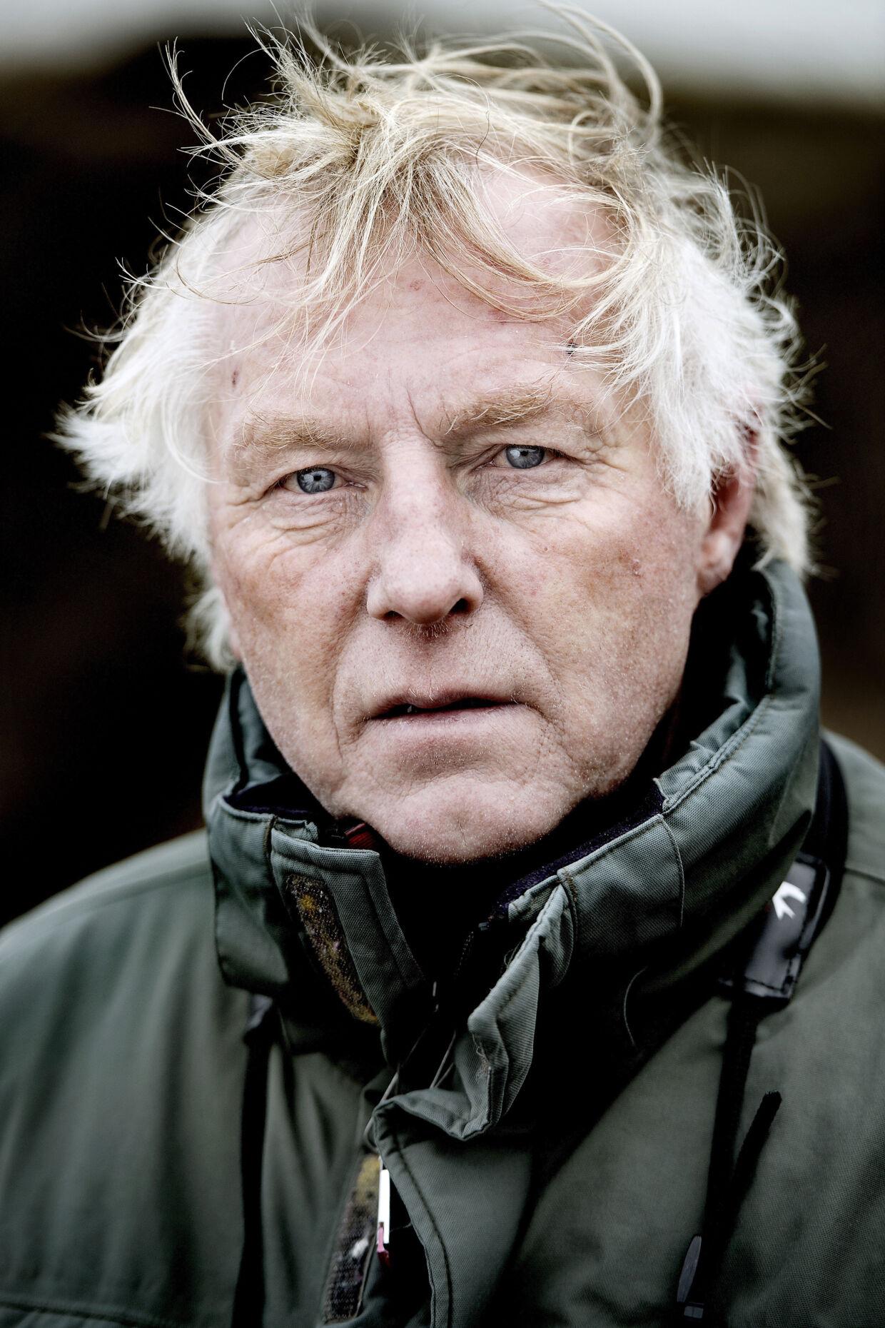 Bent Jakobsen har stået i spidsen for Blåvand Fuglestation i flere årtier. Igennem tiden har han ringmærket omkring 100.000 fugle. Han er tidligere bankassistent fra Brøndbyøster, og den dag i dag holder han stadig med fodboldklubben Brøndby IF.