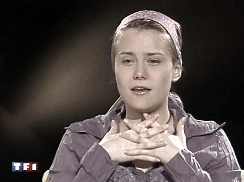 Et billede fra det første interivew med Natascha Kampusch - blot få uger efter, hun slap fri fra kælderen.
