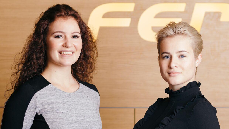Alexandra Andresen (tv) og storesøster Katharina Andresen (th) er blevet verdensberømte, efter de for nyligt blev udnævnt til verdens to yngste milliardærer.