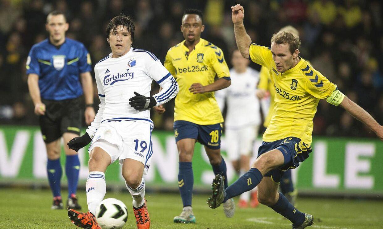 Brøndby (gule trøjer) kan komme til at møde FCK i DBU Pokalen, hvis FCK vinder over Randers FC i næste uges kvartfinale.