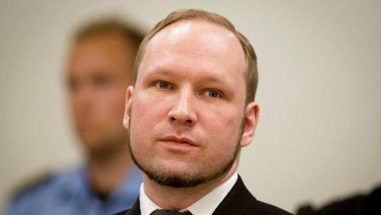 Selv om den norske massemorder Anders Behring Breivik selv mener, at han afsoner under forhold, som er i strid med menneskerettighederne, har han tilsyneladende ikke taget skade af at sidde i isolation. Det mener de læger, som har jævnligt kontakt med ham. (Arkivfoto)