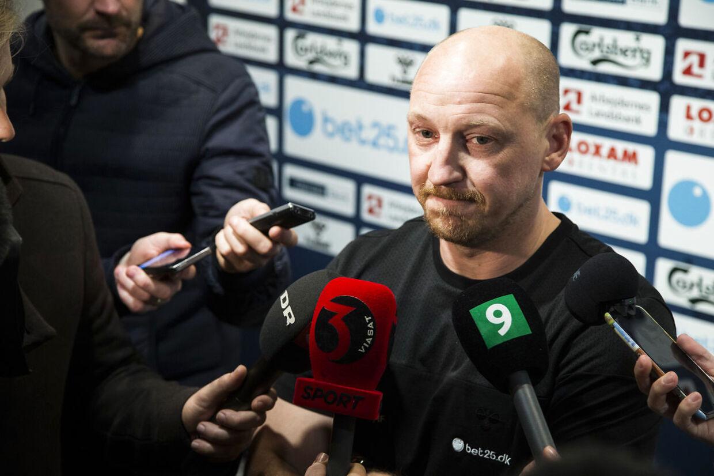 Brøndby IFs træner Thomas Frank annoncerer sin afgang som træner for Brøndby, onsdag d. 9. marts 2016 på Brøndby Stadion. Og Auri Skarbalius tiltræder som træner for 1. holdstruppen.