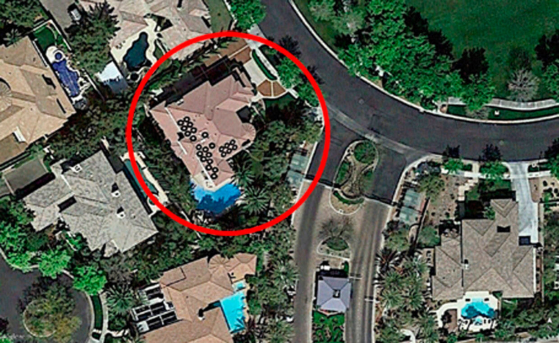 Området Summerlin er kendt som et af de rigeste i Las Vegas og ligger i toppen på lister over 'de bedste steder at bo i USA'. Det er en såkaldt 'gated community', hvilket vil sige, at området er beskyttet af vagter, og man skal gennem porte for at få adgang. Thomas Gravesens hus blev købt d. 4. august 2013 for 1.125.000 dollars (7,6 mio. kr.). Huset er 500 kvm. og ligger på en grund på 1.659 kvm. Huset har 10 værelser, fire soveværelser og syv badeværelser.
