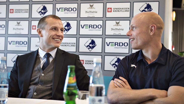 Her ses Randers FC-direktør Michael Gravgaard sammen med klubbens tidligere anfører Christian Keller, da Gravgaard blev præsenteret som ny direktør for Superligaklubben Randers FC.