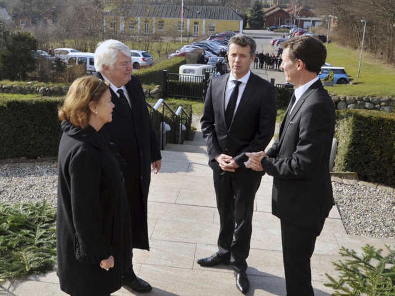 Frederik og Joachim viste Danfoss-enken Bitten Clausen den sidste ære