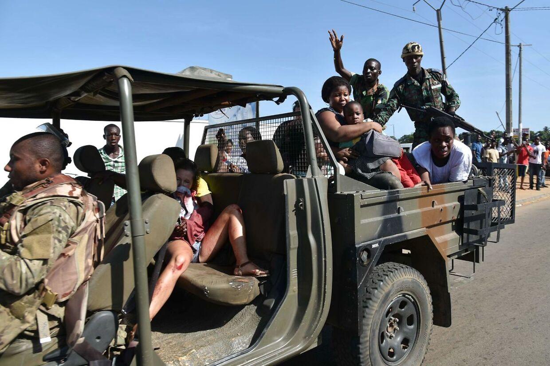 12 personer er blevet skudt og dræbt og er flere sårede efter et skudangreb på et hotel i Grand-Bassam, Elfenbenskysten.