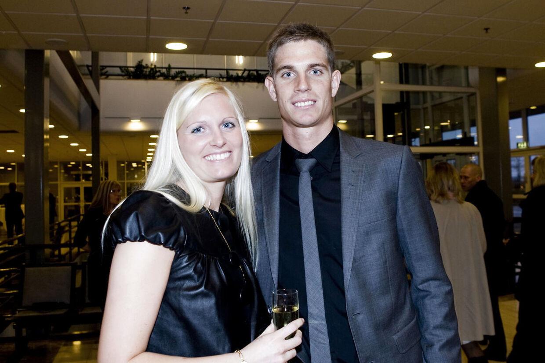 Her ses fodboldspiller Jonas Borring med kæresten Kira i Herning Messecenter lørdag den 10. januar 2008.