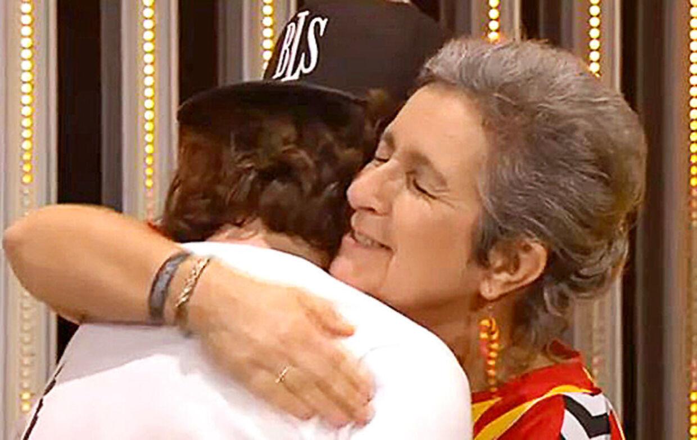 Lukas Forchhammers mor Eva trådte op på scenen under Grammy uddelingen iført en fodboldtrøje med Lukas' afdøde fars navn på ryggen. Det fik tårerne til at flyde. Foto: Grammy uddeling