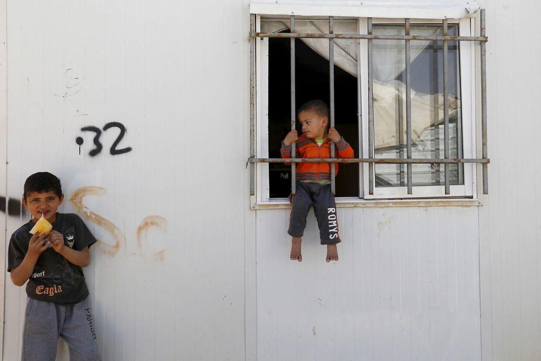 Syriske børn leger i en flygtningelejr i Jordan tæt på den syriske grænse.