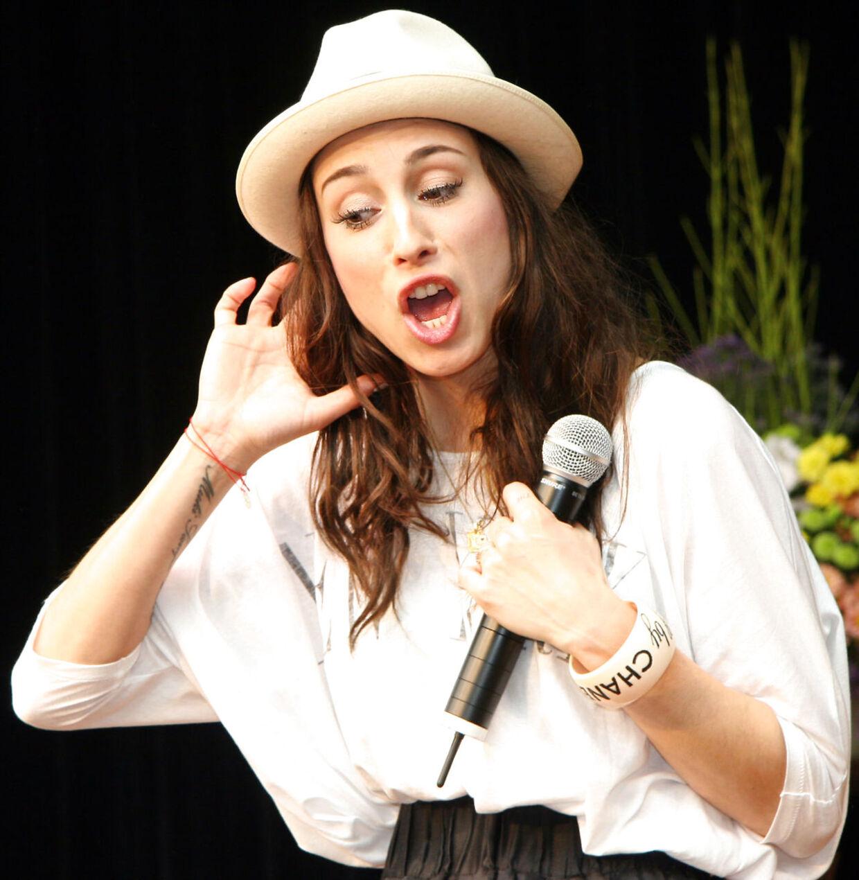 Medina koncert i Rødovre, sanger, sangerinde.